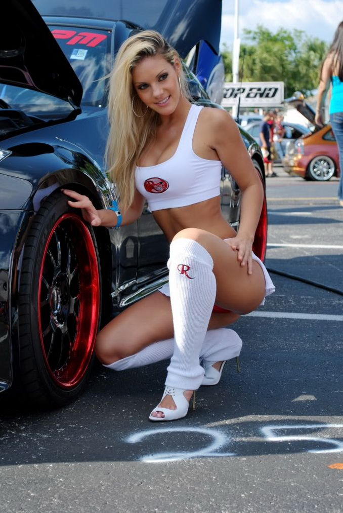 nice cars with nude girls