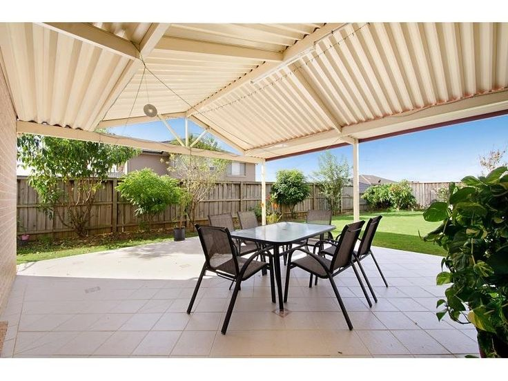 Enclosed outdoor living design with outdoor dining & outdoor furniture setting using grass - Outdoor Living Photo 1246806