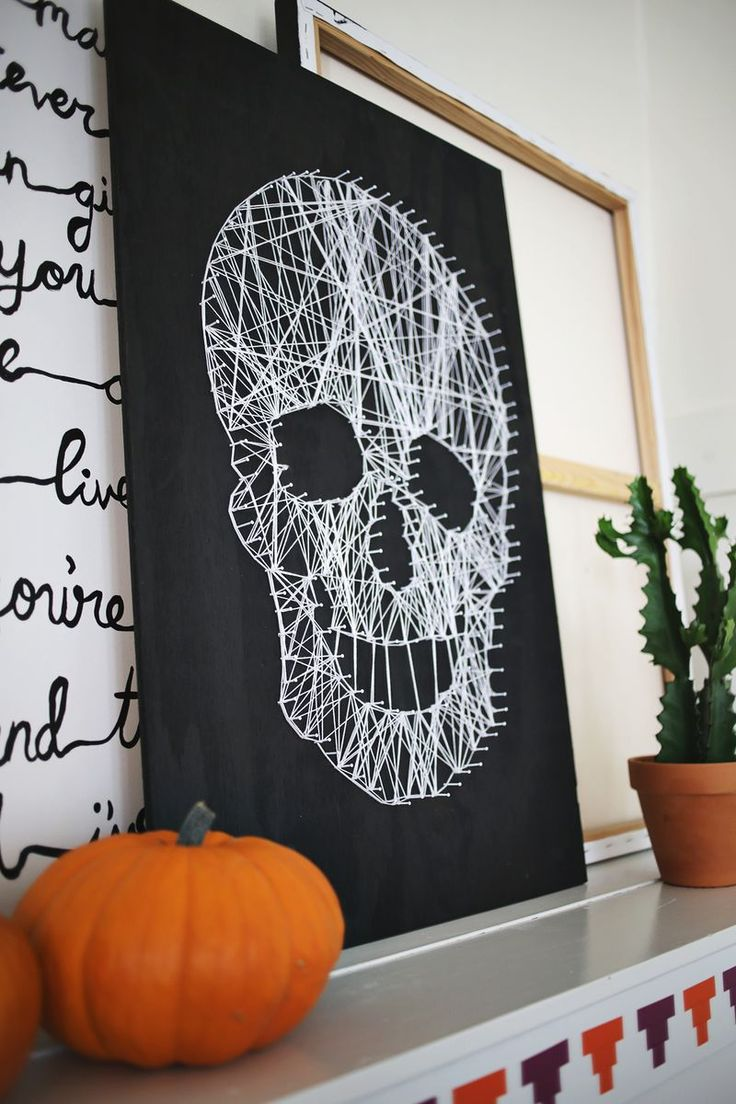 Love this DIY skull string art!! Click though for a photo tutorial!Skull Crafts, Diy Skull Art, Halloween Decor, Diy String Art, String Art Skull, String Art Tutorial, Skull String Art, Art Tutorials, Photos Tutorials