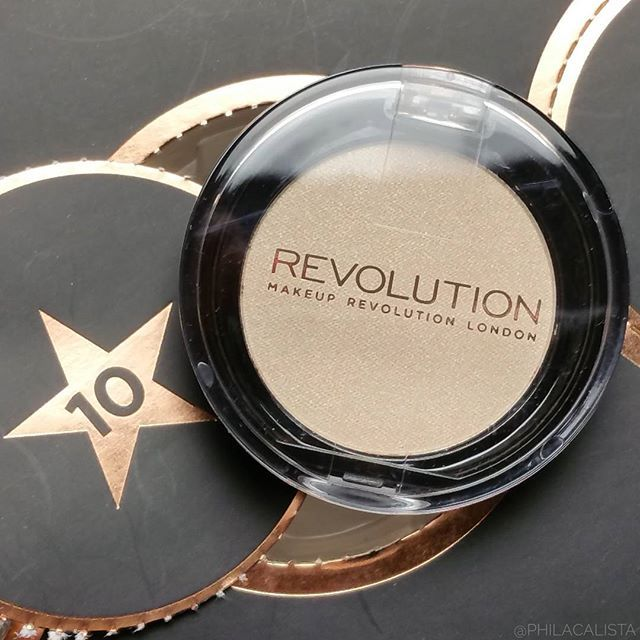 WEBSTA @ philacalista - Behind the 10th @makeuprevolution Advent Calendar door was this pretty Mono Eyeshadow in the shade Paper Luxe 🌟 See my previous Advent Calendar post for a little unboxing 📽️🎅🎁🎄#makeuprevolution #makeuprevolutionlondon #revolution #revoholic #beauty88nl #beauty88 #adventcalendar #adventskalender #adventkalender #christmasiscoming #christmas #suprise #makeup #wakeupmakeup #present #beautyblogger #bblogger #philacalista #mua #makeupartist #beauty #cosmetics #motd…