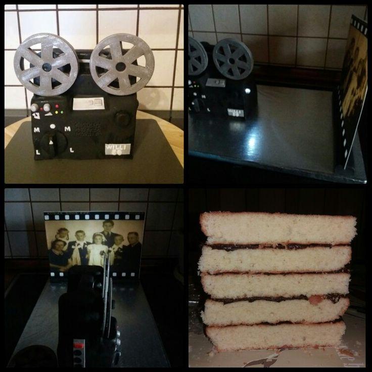 Alte Filmkamera mit Licht als Torte. Wunderkuchen mit Eierlikör und Ganache. Fondant Deko