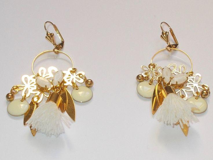Boucles d'oreilles nuances de blanc : Boucles d'oreille par cecilou