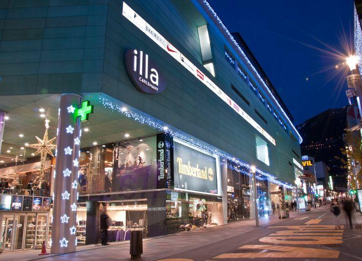 Iluminaci n de la fachada del centro comercial illa - Centro comercial illa diagonal ...