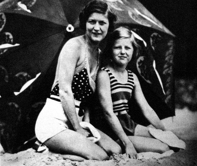 Zelda Fitzgerald: Zelda and Scottie Fitzgerald - 1933