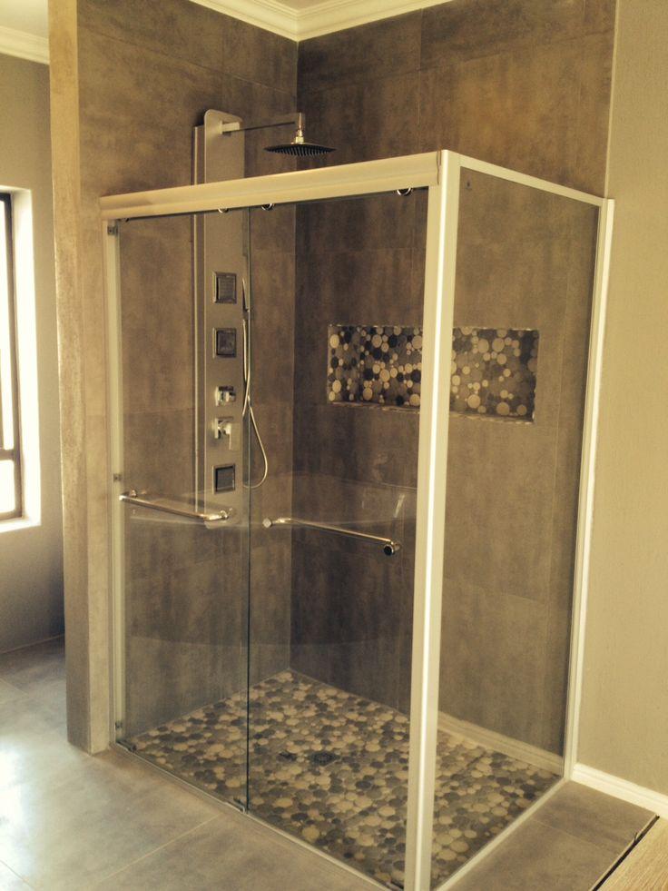 Large shower with pebbles option - www.libertelifestyle.com