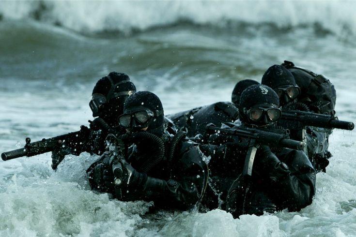 Как боевые пловцы выполняют смертельные задания https://mensby.com/technology/guns/6111-frogmen-perform-deadly-tasks  Морские дьяволы, морская смерть или черные демоны называют подразделение боевых пловцов. Выходить на задание из торпедного аппарата подводной лодки, владение почти всем современным вооружением и многое другое.