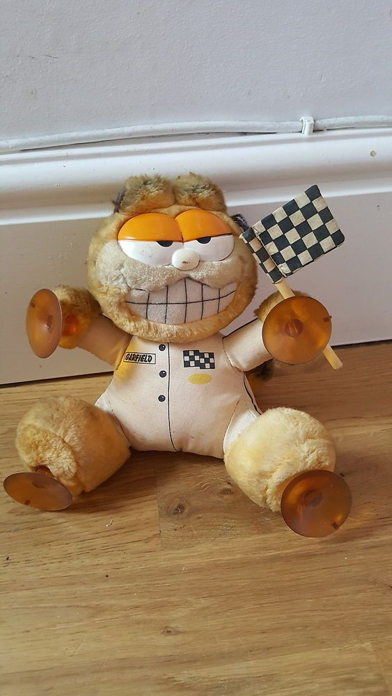 VINTAGE Dakin GARFIELD Racing & Flag Plush SUCTION CUP car WINDOW stick on toy