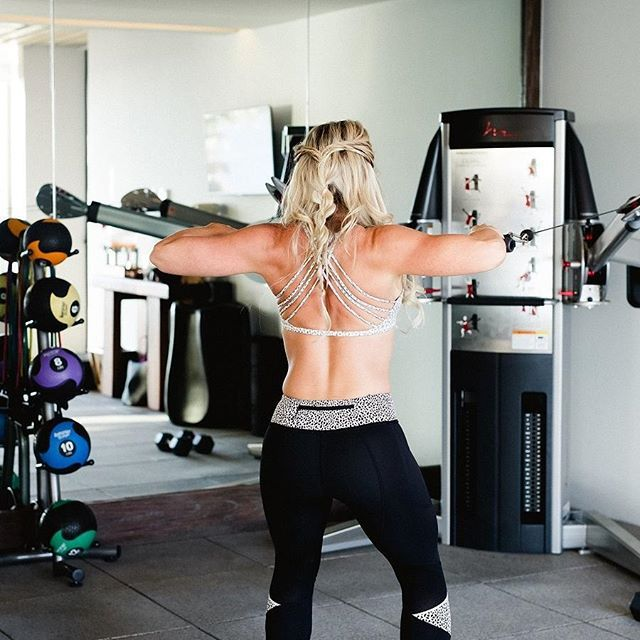 It's Hot Body Secret Time! 🗝️️️️ Train your big muscle groups for maximum burn. Your back muscles, legs and booty are prime examples of large muscle groups that will keep your metabolism soaring for hours post exercise. 💪💪#HotBodySecrets #amandakotelfitness   #SexyArms #fitnessmotivation #muscle #gymlife #shredded #StrongGirls #GIrlsWhoLift #shesquatsbro #beachbabes #noexcuse #bootybuilder #thickfit #squatlife #femalefitness #girlswhoworko