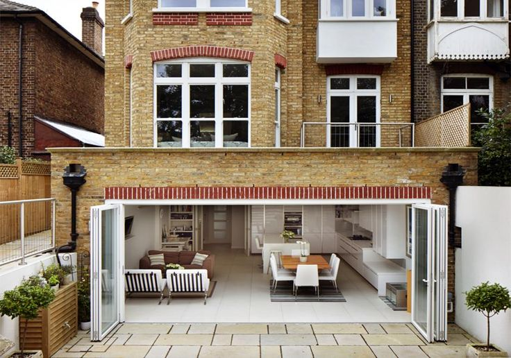 Basement extension to this period home, opens up the living spaces straight to the garden. The flat roof of the extension also creates a terrace above.