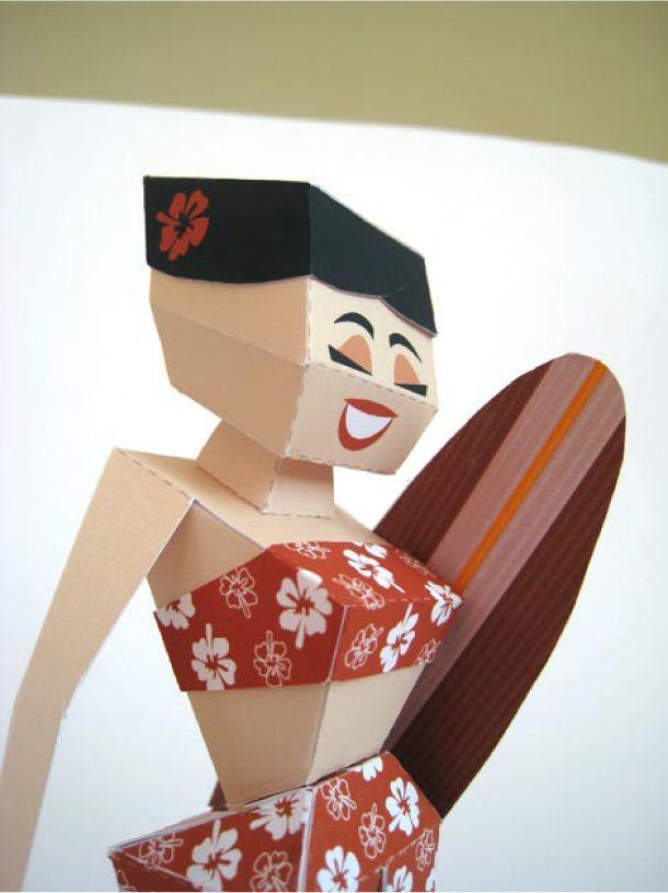Voici Kaia, une surfeuse en provenance de l'île d'Oahu, véritable hommage à ces belles dames des îles hawaïennes. Un magnifique papertoy signé Marshall Alexander, que l'on pourra assembler pour le fun ou pour sa beauté… Saviez-vous que le surf était…