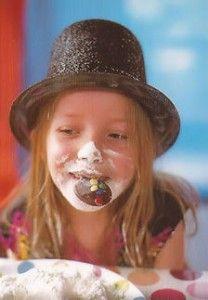 Diverse ideeën voor eetspelletjes welke u kan gebruiken om uw kinderfeestje thuis te vieren en tot een groot succes te maken.