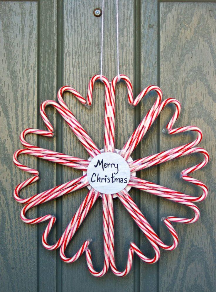 weihnachtlichen Türkranz aus Zuckerstangen selber basteln