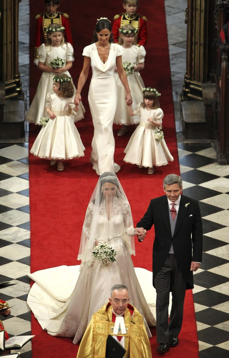 LONDON - WESTMINISTER ABBEY - KATE MIDDLETON & HER FATHER COMING TOWARDS THE ALTAR.  I DID NOT TAKE THIS PICTURE.