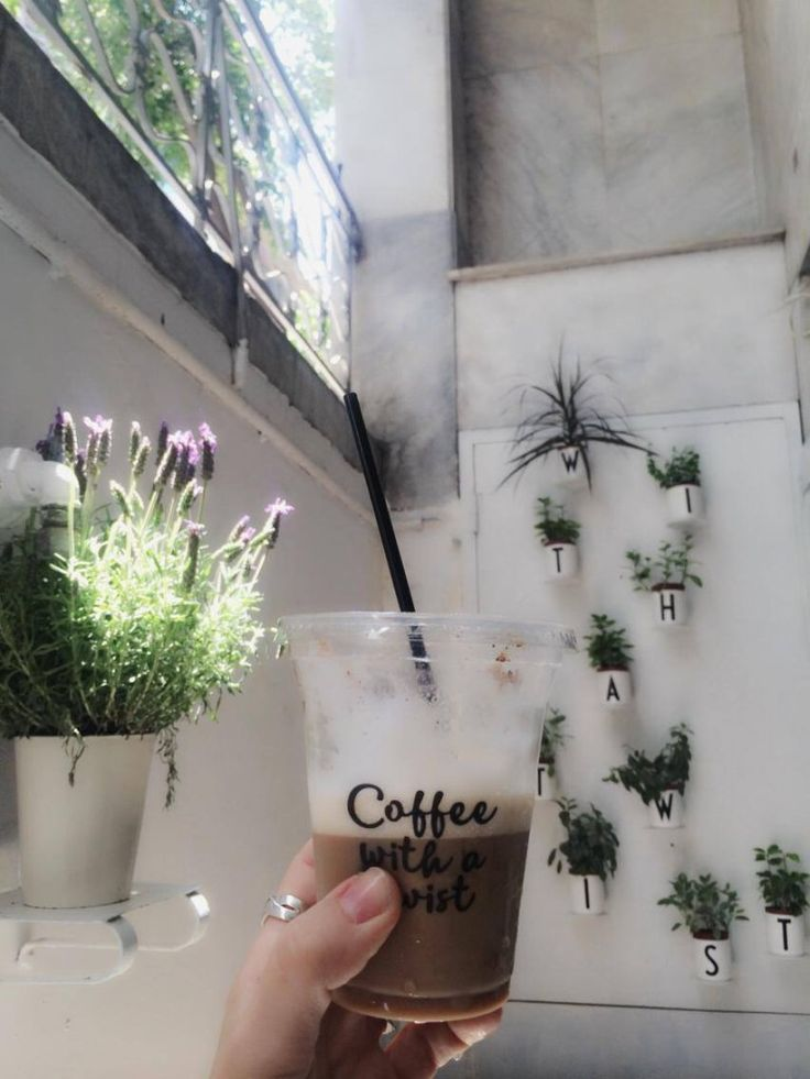 Iced latte with a twist 'n' fresh lavender at the ANAMESA concept store #new #event #mikroikipoi