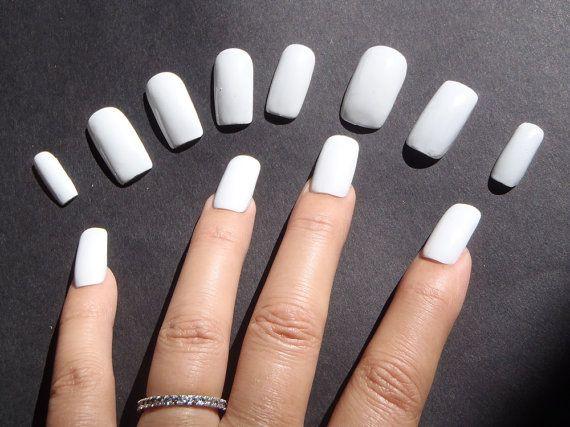 unghie finte bianco glossy nail art unghie artificiali smalto bianco natale compleanno matrimonio sposa nail celeb squadrate lasoffittadiste
