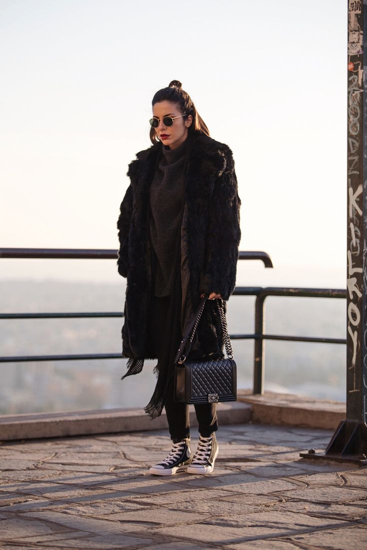 Stella Asteria - Chanel bag and Converse All Star