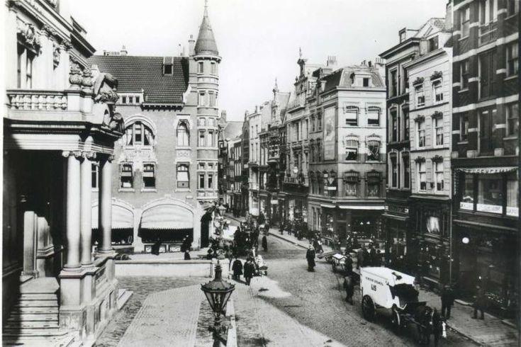 De vooroorlogse Korte Hoogstraat met aan de linkerkant het Schielandshuis.