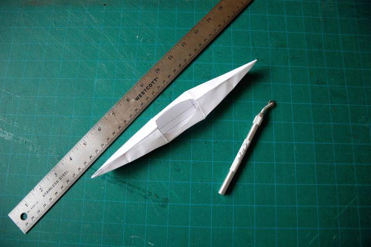 Японское национальное искусство оригами,  позволяет складывать из любого листка бумаги какие угодно фигурки: птицу, животное, растение, человека, дом, автомобиль, самолет или даже лодки.