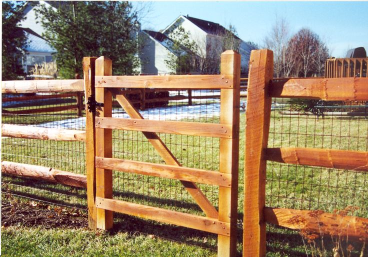 Wooden Slat Fence With Metal Posts For Support Rail
