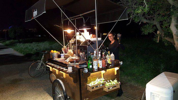 Δυο Θεσσαλονικιές έφτιαξαν το πρώτο ποδήλατο που σερβίρει καφέ στην Ελλάδα! | Τι λες τώρα;