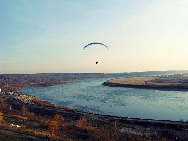 Paragliding over the river Tom by E. Aksenova