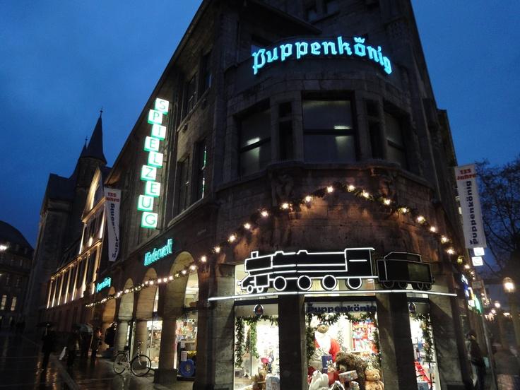 Puppenkönig Bonn  http://www.ausflugsziele-nrw.net/puppenkoenig-bonn/
