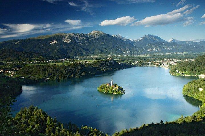おとぎの世界へ誘うアルプスの瞳の名を持つ湖『ブレッド湖』 | wondertrip 旅行・観光マガジン