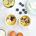 Een heerlijk recept: Mug cake blauwe bessen-ricotta