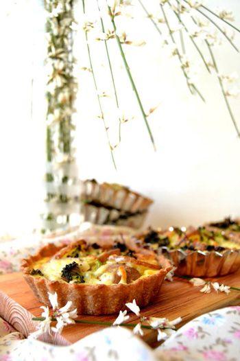 """Tarteletes de Batatas e Brócolos. Receita de Célio Cruz, autor do blogue """"Sweet Gula"""". Veja a receita em: http://www.batatasdefranca.com/receitas/pratos.html#!prettyPhoto[tarteletes_batata_brocolos]/0/ #Batata #Receita #Comida #Batatas #Cozinhar #batatascomsabor #pratos"""