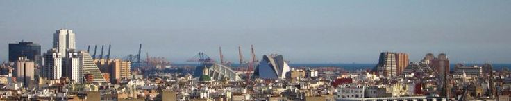 Agradable vista del SkyLine de la Ciudad de Valencia (España).