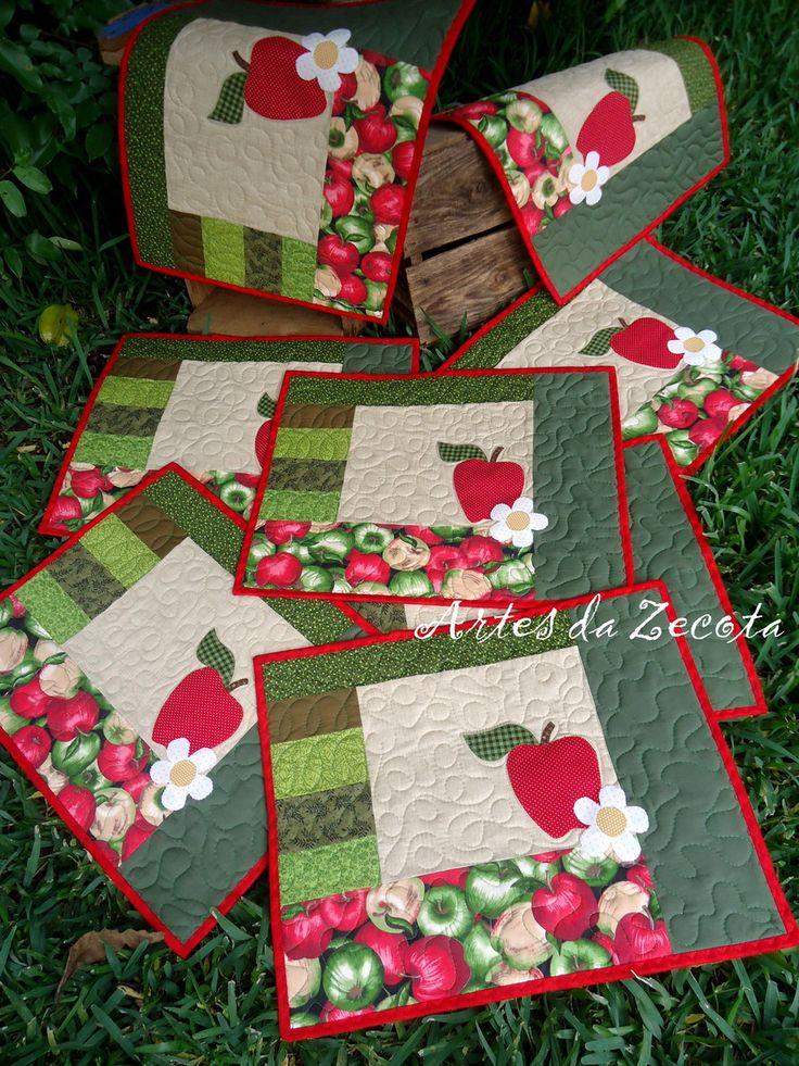 Tecido 100% algodão com aplicações em todas as peças e quilt também. <br>Tamanho: 35x45cm <br>O preço de R$45,00 refere-se a 1 unidade.