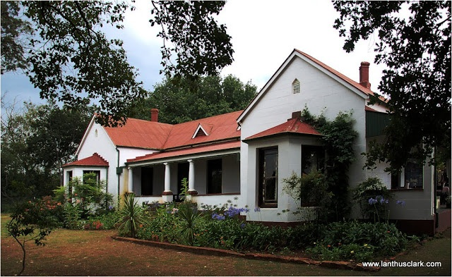 The Photophile - [photophile - a.,n. (organism) loving light.]: Traditional South African Farm House