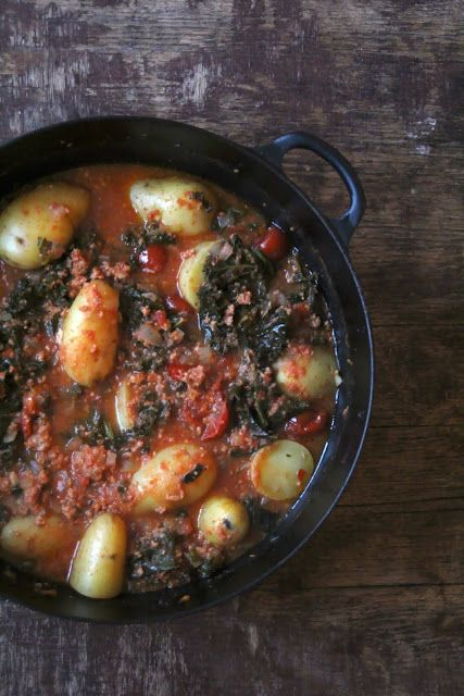 Salsiccia og grønnkål gryte - Mat på bordet