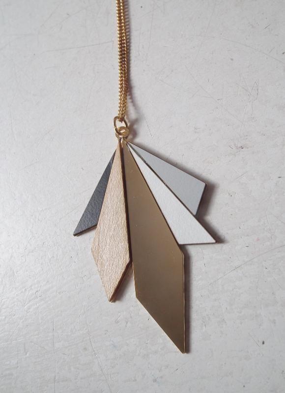 collier sautoir Northern light noir gris doré