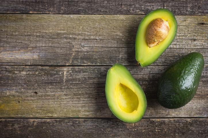 Voici comment faire mûrir des fruits et légumes, comme les avocats, les bananes, les pêches, les mangues et les poires. Essayez nos trucs!