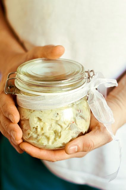 I adore cinnamon- subiektywny blog kulinarny o zapachu cynamonu: Sylwestrowa przekąska: Śledzie w sosie jogurtowo- musztardowym z ogórkami i chili