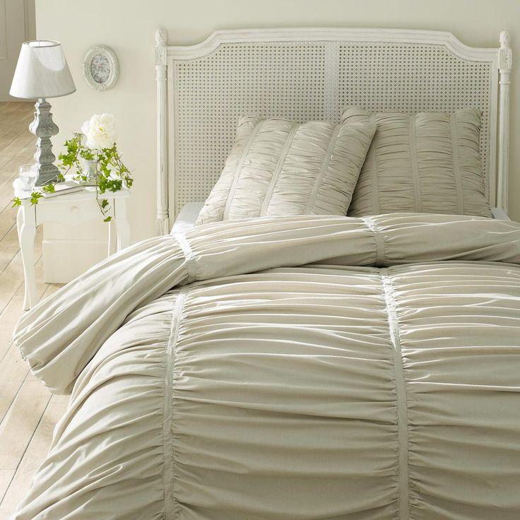 Beige Slaapkamer : Beige beddengoed op lichtgrijze slaapkamers