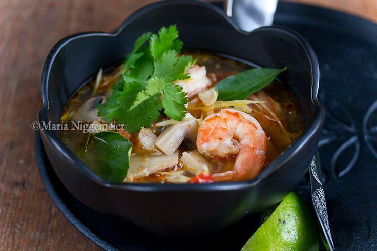 здрасте, Как я и обещала выкладываю рецепт супа Том Ям Гунг. Нет ни одного человека побывавшего в Тайланде и не знающего этот суп и я не знаю ни одного человека,…