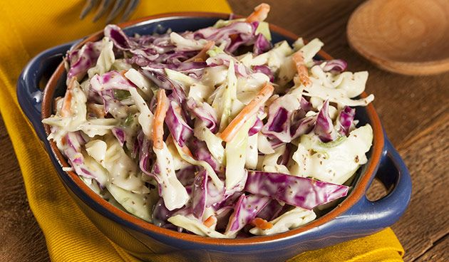 Hou jij van kool? In deze salade krijgt de kool een zomers tintje. Erg lekker bij de barbecue maar ook als snel-en-gezond gerechtje! Ingrediënten (4 personen) 6 elhalfvollemayonaise of yoghurt 2 el wittewijnazijn 1 el honing ½ el mosterd 5 el rozijnen 200 g witte kool, fijngesneden 200 g rode kool, fijngesneden 1 grote winterwortel,…