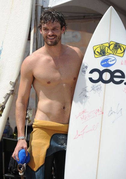 Austin Nichols :) The OTH fans are coming out! mmmm...yes please<3 @Mallory Heale