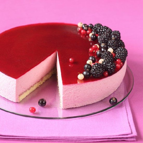 Délice au cassis - gorgeous Blackcurrant Mousse Cake by James Martin (in russian and portuguese, with translator).