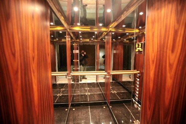 Lift's interior @ Foksal Residence
