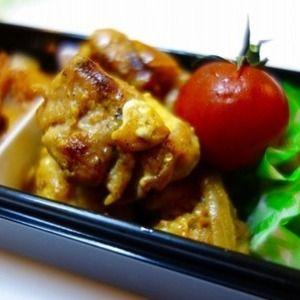 お弁当用簡単タンドリーチキン by norinekoさん | レシピブログ - 料理ブログのレシピ満載!   お弁当に入れる用にタンドリーチキンを作ってみました。 材料: 鶏もも肉、玉ねぎ、マヨネーズ、カレー粉、塩、こしょう、醤油。 記事つづきはこちらをクリック