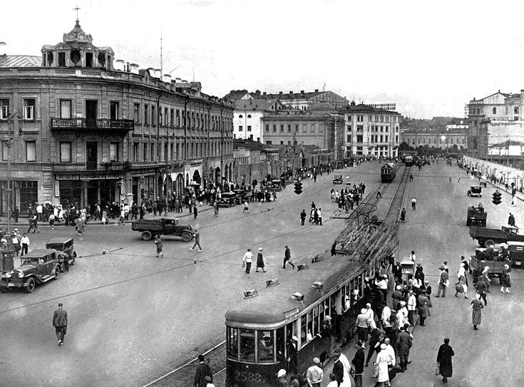 Час пик в старой Москве. Но трамваи ходили часто