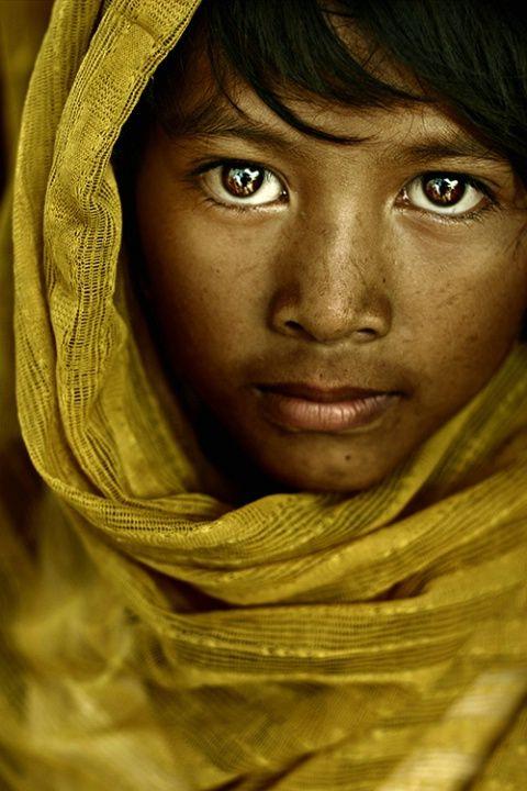 The Veil by Alec M. Tempongko.  Payatas, Manila: Veils, Glance, Soul, World, Beautiful Faces, Beautiful People, Eyes, Betterphoto Com