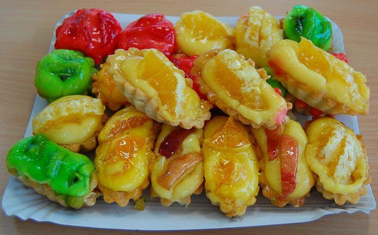 Słodkie pyszności z owocami. Źródło: http://www.4freephotos.com/