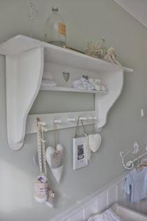 24 Homes: Nursery Wardrobe / Babykamer wandkastje