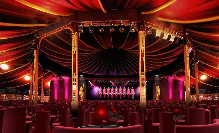 ***** CENTERED STAGE IS MAIN FOCUS WITH SEATING IN THE ROUND  ---  Crazy Horse Burlesque The world renowned cabaret club Le Crazy Horse Paris ...