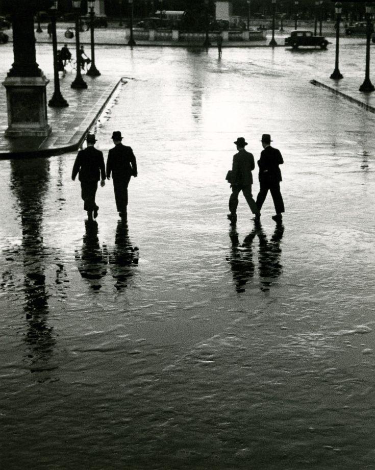André Kertész - Place de la Concorde, Paris, 1928.: