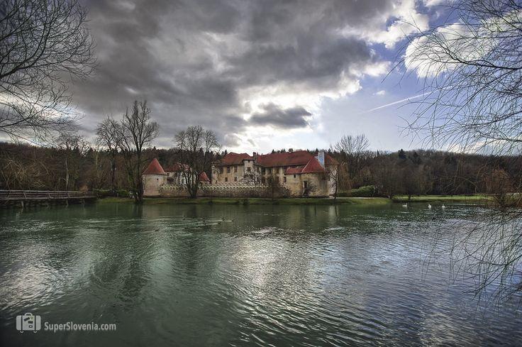 Nagrajujemo fotografije iz Slovenije. Pošljite nam svoje fotografije.  https://www.superslovenia.com  #otocec #gradotocec #caste #novomesto #slovenia #superslovenia